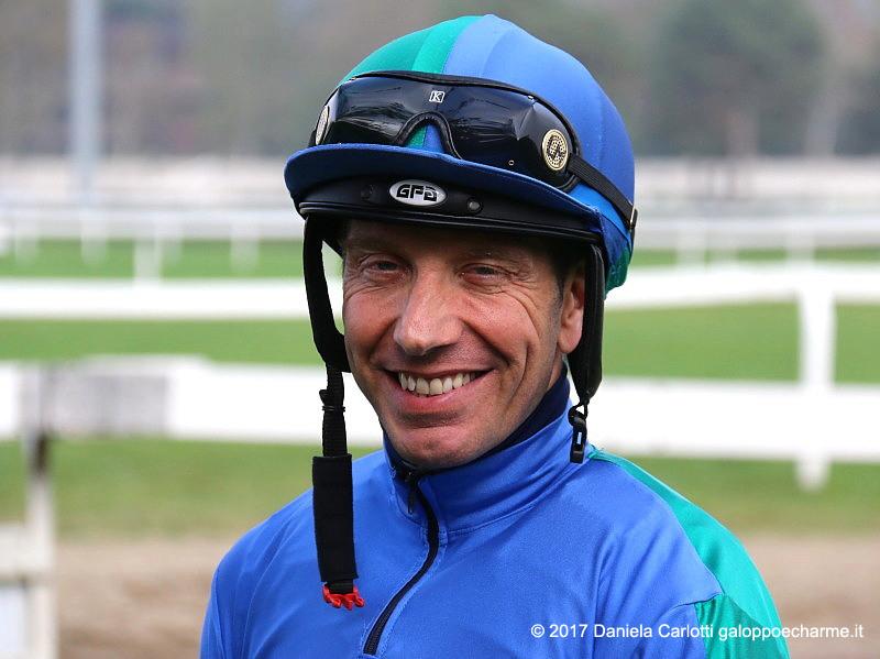 Il jockey Luca Maniezzi