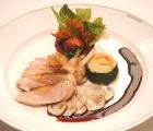 Un piatto a base di carne bianca e funghi porcini