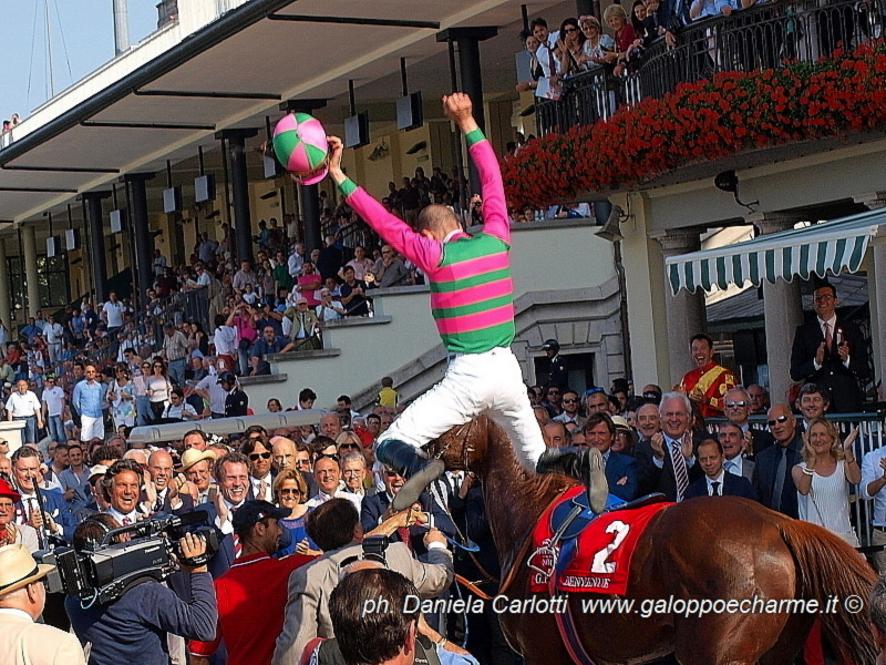 Il salto di Federico Bossa dopo la vittoria strepitosa del Gran Premio di Milano 2014 (G1) in sella a Benvenue (Sc. Incolinx).