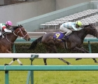 Daring Tact (right) wins the Oka-sho ahead of Resistencia on Sunday at Hanshin Racecourse in Takarazuka, Hyogo, 13 04 2020