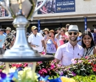 Gulfstream Park 2020: fans-with-the-trophy