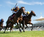 fancy-blue-ryan-moore-left-beats-one-voice-in-the-qatar-nassau-stakes-goodwood-30-luglio-2020-uk