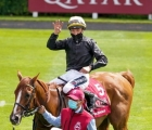 frankie-dettori-aboard-stradivarius-after-a-fourth-goodwood-cup-win-for-the-six-year-old-28-luglio-2020-uk