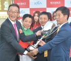 cup-presentation-ross-holburtkorea-racing-authority-kra-owners-of-london-town-2018